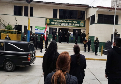 Frente Policial Apurímac despidió con honores a comandante PNP fallecido por Covid-19